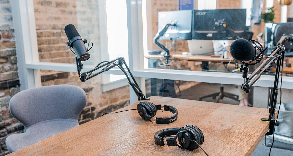 Podcast equipment by Austin Distel photographyon unsplash