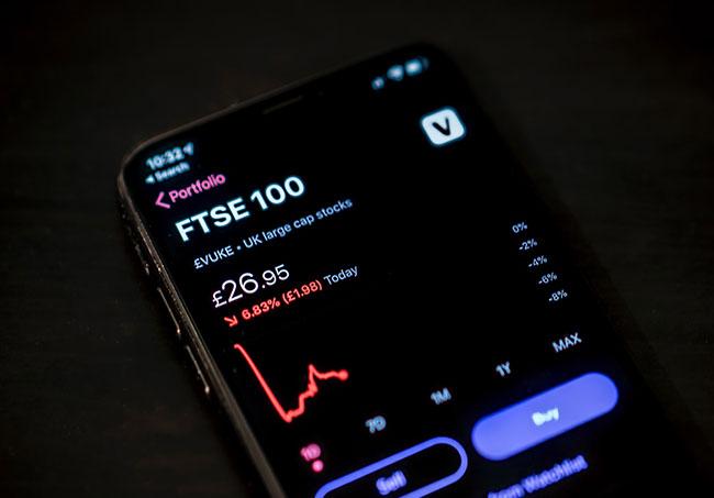 Fintech-phone-photo-by-Jamie-Street on Unsplash
